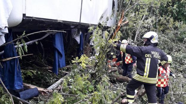 autobus ribaltato, castrovillari, omicidio stradale, Cosenza, Calabria, Cronaca