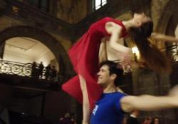 Roberto Bolle incanta Napoli: il flash mob a sorpresa nella Galleria Umberto La grande festa della danza «OnDance» presentata dall'Étoile dei due Mondi - LaPresse