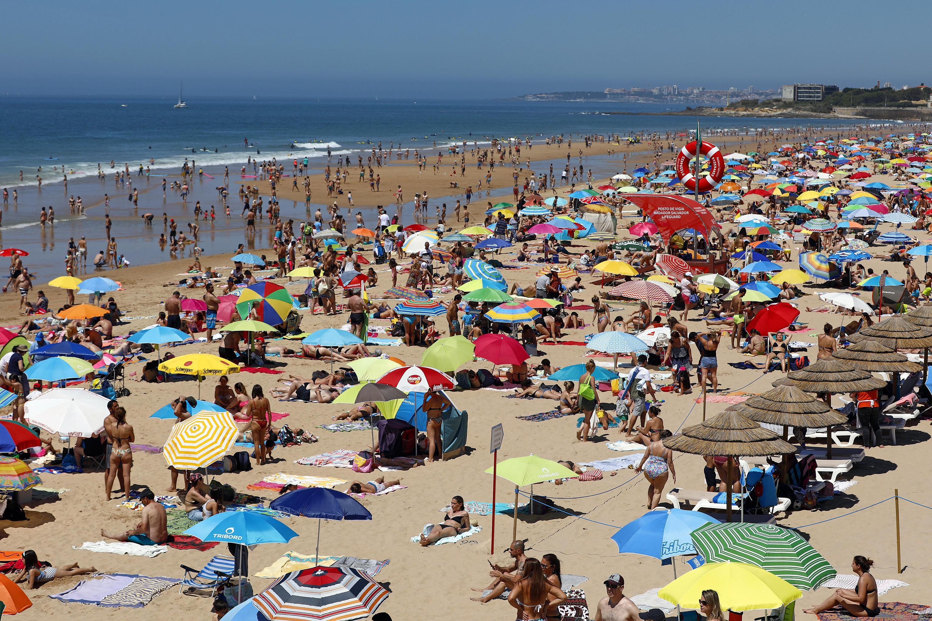 Ombrelloni Per La Spiaggia.Occupavano La Spiaggia Libera Di Soverato Sequestrati