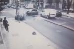 La corsa, l'impatto e lo schianto sul palo: il video dell'incidente con due feriti a Messina