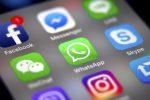 WhatsApp down, la chat non funziona: problemi con foto e video, anche su Instagram e Facebook