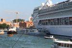 Venezia, scontro in porto fra nave da crociera e battello: 4 feriti