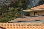 Le fiamme a ridosso delle case all'Annunziata e alla Panoramica dello Stretto a Messina - Foto