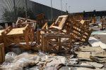 Catania, eternit e pallet nello slargo di via Barcellona: i volontari ripuliscono l'area