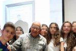 A 98 anni supera l'esame di terza media a pieni voti: Nonno Felicino corona il suo sogno