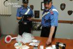 Sorpresi a spacciare cocaina in casa, arrestata a Scalea una coppia di giovani
