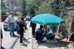 """Cade in un tombino ma manca l'ambulanza, soccorso con """"l'ombrellone"""" a Serra San Bruno"""