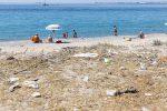Spiagge nel degrado a Messina, alla pulizia ci pensano i privati