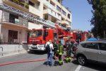 Appartamento in fiamme a Reggio, intervengono i vigili del fuoco - Foto