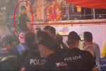 "Sea Watch, la ""capitana"" ai domiciliari: il momento dello sbarco e dell'arresto - Video"