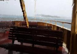 Australia: il traghetto passeggeri finisce nella tempesta Il video girato da un passeggero a bordo davanti al porto di Sydney - CorriereTV