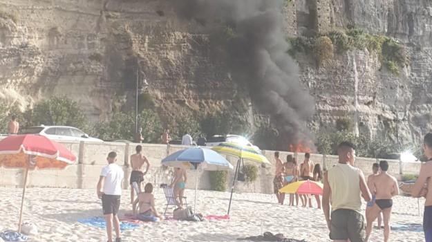auto in fiamme tropea, Catanzaro, Calabria, Cronaca