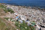 Messina, controlli sulla spiaggia di Acqualadrone: discariche di rifiuti sul litorale - Foto