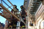 Crollo di un cornicione in via dei Verdi, paura a Messina - Foto