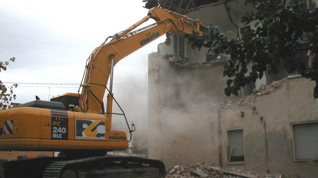 abusivismo edilizio, cutro, Catanzaro, Calabria, Cronaca
