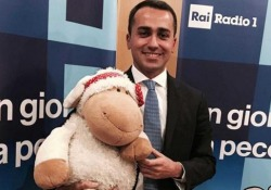 Di Maio: «Sono innamorato, aiuta nella vita... ma il matrimonio non è in programma» Il vicepremier ospite di «Un Giorno da Pecora» - CorriereTV