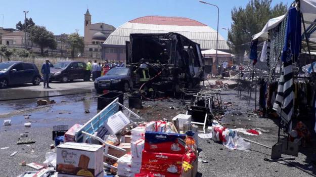 esplosione mercatino, gela, mercatino, Sicilia, Cronaca