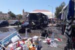 Esplosione al mercatino di Gela, ancora grave una donna di 42 anni