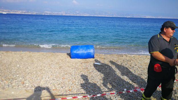 fusto sospetto, messina, spiaggia ringo, Messina, Sicilia, Cronaca