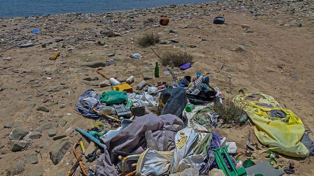 rifiuti in spiaggia, sant'agata di militello, Messina, Sicilia, Cronaca