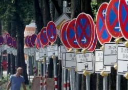 Germania: la strada con 161 divieti di sosta A Lubecca hanno messo le mani avanti in fatto di sicurezza stradale - CorriereTV