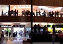 Il centro commerciale allagato. E sentite un po' cosa intona la band sul palco La scena registrata nella città di Zapopan, in Messico - CorriereTV