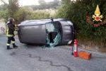 Sbanda con l'auto e cappotta a Chiaravalle Centrale, un ferito