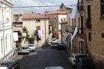 Il drammatico incidente di domenica, Soriano dà l'addio alle tre vittime: lenzuola bianche ai balconi