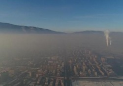 Inquinamento atmosferico, le impressionanti immagini riprese da droni e satelliti Secondo l'Oms nove persone su dieci respirano aria inquinata - CorriereTV