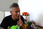 La vicenda Sea Watch spiegata al figlio dal comico Giovanni Vernia