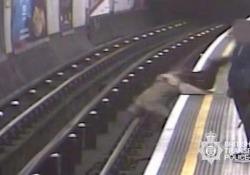 Londra: aveva spinto 91enne sui binari della metropolitana. Condannato all'ergastolo Nell'aprile dell'anno scorso, l'uomo aveva spinto l'anziano sui binari della metropolitana di Londra - CorriereTV