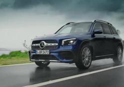 Mercedes: il nuovo suv GLB Trazione anteriore o integrale. Fino a sette posti. Motori a benzina e Diesel. Arriva entro fine anno - CorriereTV