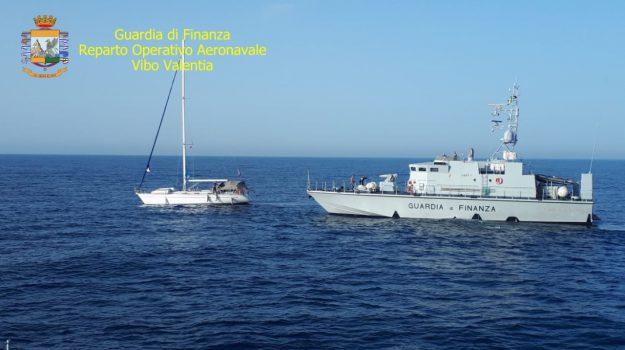 isola capo rizzuto, migranti, scafisti, Catanzaro, Calabria, Cronaca
