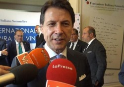 Morte Zeffirelli, Conte: «Profonda commozione, era ambaciatore italiano della bellezza» Così il premier a margine del Forum della Cultura del Vino a Roma - CorriereTV