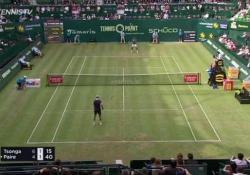 Non solo tennis: Paire e Tsonga si mettono a giocare a calcio (con la pallina) Un incontro di tennis che si trasforma in un duello calcistico - Dalla Rete