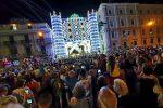 Sant'Antonio, 40 mila in strada per la Notte bianca: Messina illuminata da luci, colori e artisti - Foto