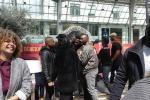 Parigi, il flash mob del «Re Leone» è emozionante
