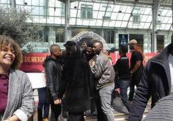 Parigi, il flash mob del «Re Leone» è emozionante Alla gare de Lyon per il festival in corso a Disneyland Paris - CorriereTV
