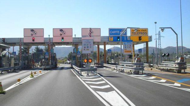 autostrade per l'Italia, pedaggi autostradali, rincari pedaggi, sciopero benzinai, Danilo Toninelli, Luigi Di Maio, Sicilia, Economia