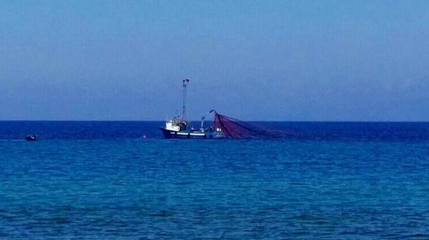 pescherecci Mazara del Vallo, spari pescherecci, Sicilia, Cronaca
