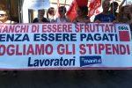 Stipendi in ritardo, a Catanzaro protesta in prefettura per i lavoratori del consorzio Manital - Foto