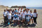 Messina, giovani volontari all'opera per pulire le spiagge della zona Falcata - Foto