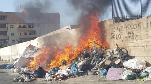 rifiuti incendiati, rifiuti reggio, Reggio, Calabria, Cronaca