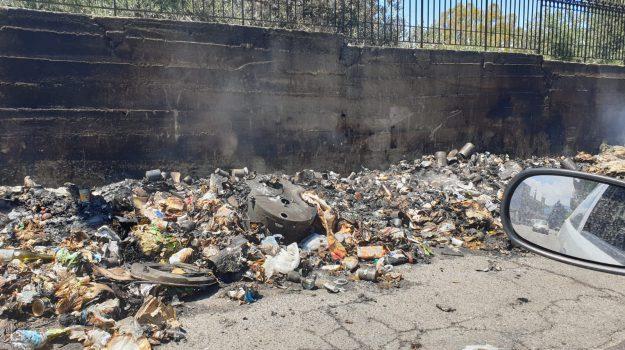 Incendi a Reggio, incendio rifiuti, rione Marconi, Reggio, Calabria, Cronaca