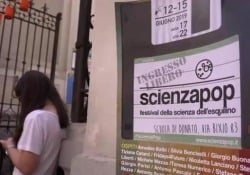 Scienza-Pop: «Non è vero che la scienza non è popolare» Il Festival nella scuola media Di Donato di Roma, tra giochi, esperimenti e conferenze per grandi e piccoli - CorriereTV