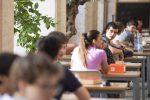 Per gli studenti neolaureati in aumento le vacanze-lavoro