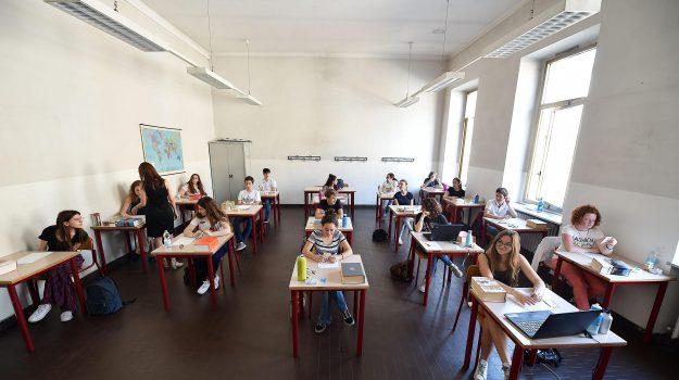 cosenza, scuola, Cosenza, Calabria, Economia