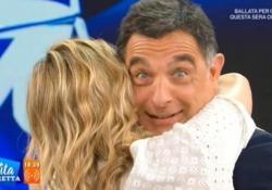 Fialdini si congeda tra le lacrime e Timperi si domanda: «Mica siamo morti?» Ultima puntata a «La Vita in diretta», il saluto dei conduttori - CorriereTV