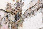 Via Bombini, a Cosenza un parcheggio al posto della piazzetta