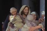 Zeffirelli, il suo grande successo tv mondiale: «Gesù di Nazareth»